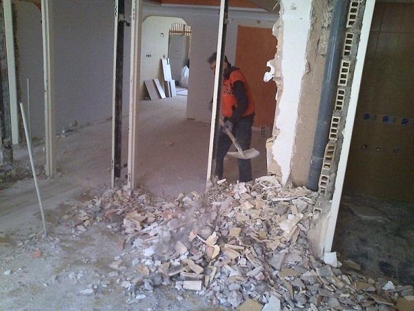 تخریب دیوار - بازسازی ساختمان